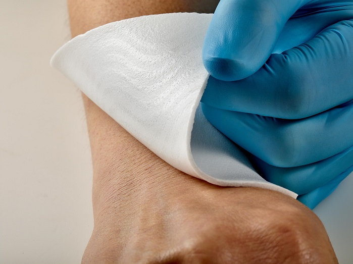 Freudenberg's PU foam with silicone coating helps customers to offer wound dressings that are much more flexible than conventional products. © Freudenberg
